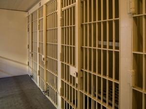 фото: wikimedia.org; на фото: Бывшую тюрьму переоборудуют в приют для бездомных