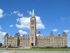 Фото: Wikimedia Commons На фото: Из-за сбоя в программе начисления пенсий 15.000 канадцев получали выплаты им не причитающиеся