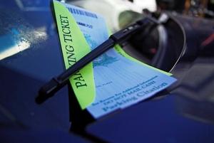 Фото: Flickr На фото: Парковка на благоустроенных участках — лужайках и других зонах запрещена