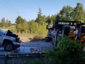 Фото: South Simcoe Police На фото: Полиция считает, что в аварии виноват водитель автобуса