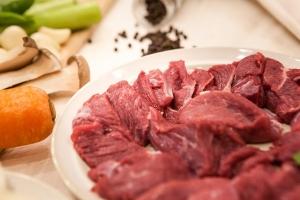 Фото: pixabay.com На фото: Как показало исследование, от мяса готовы отказаться в первую очередь более образованные и богатые женщины
