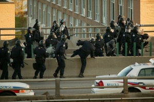 Фото: commons.wikimedia.org На фото: Правительство надеется, что между горожанами и полицией вырастет уровень доверия