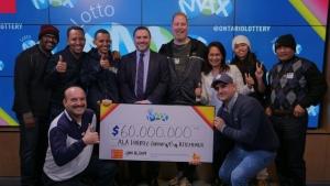 Фото: OLG На фото: Друзья хотят продолжить покупать лотерейные билеты