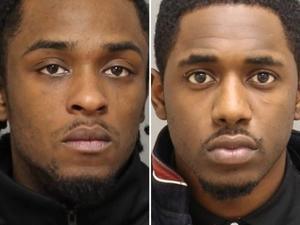 Фото: Toronto Police На фото: Горожанам советуют не подходить к разыскиваемым преступникам