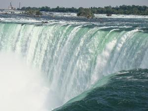 Фото: pixabay.com На фото: Самоубийцы достаточно часто приходят к Ниагарскому водопаду, и выживают лишь единицы из них