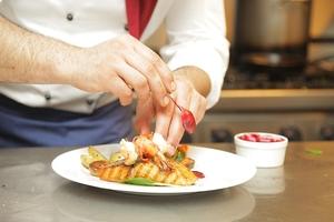 Фото: maxpixel.net На фото: Рестораторы хотят, чтобы правила приёма мигрантов на работу облегчили, потому что им не нужно высшее образование