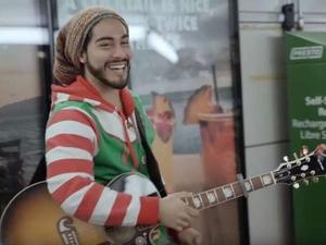 Фото: youtube.com На фото: По словам Гузмана, главное для него – чтобы его песни поднимали настроение прохожим